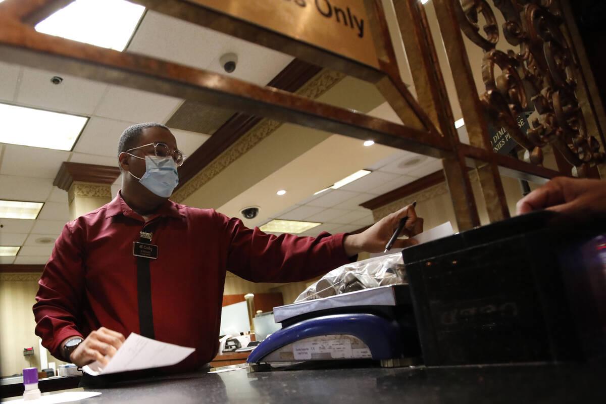 Cage Cashier Jordan Lewis works at El Cortez in Las Vegas, Saturday, Sept. 4, 2021. (Chitose Su ...