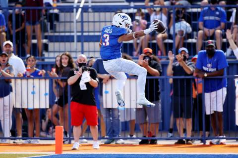 Bishop Gorman's Cam'ron Barfield (3) runs for a touchdown during the second quarter of a footba ...
