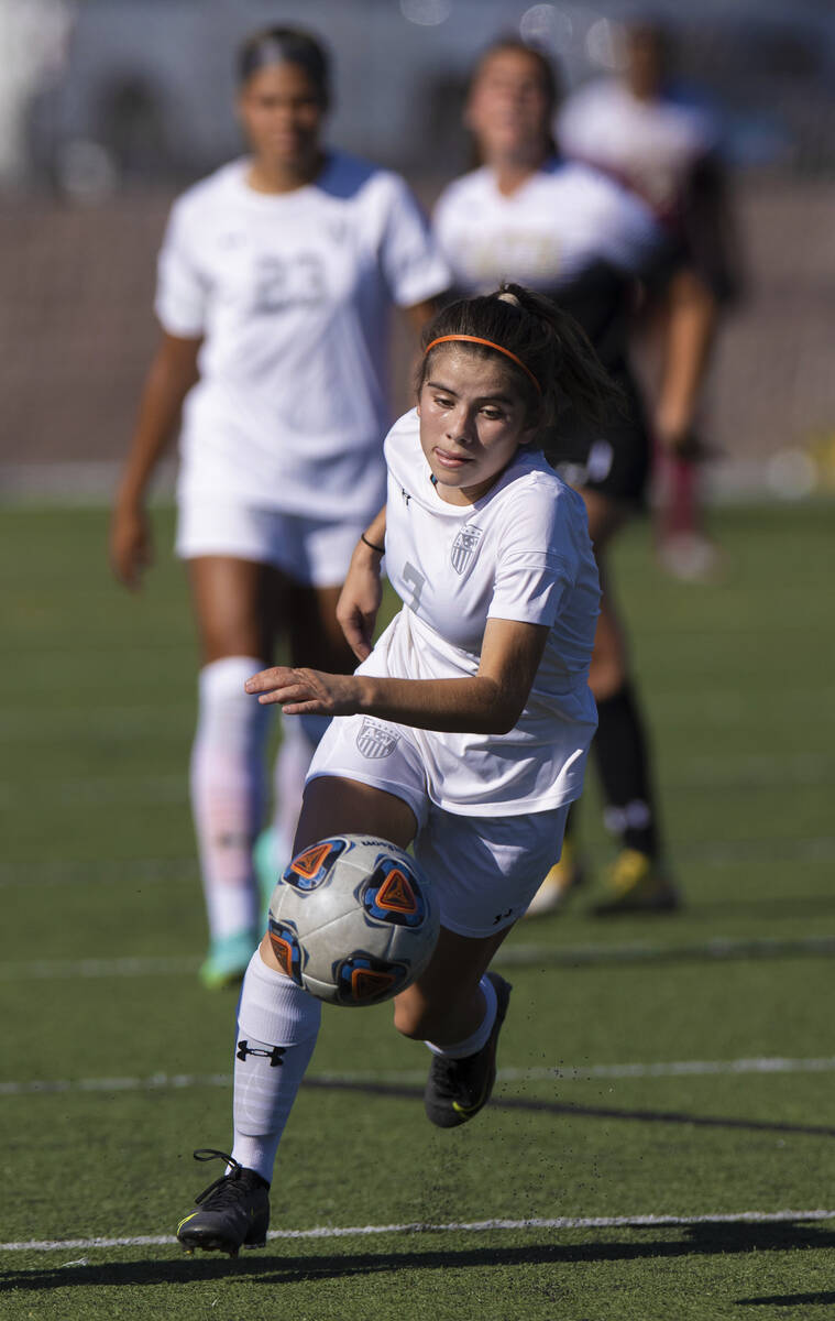 Arbor View's Carissa Ortega (7) pushes ball up field during a girls high school soccer g ...
