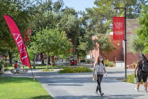 Students walking around campus at UNLV, in Las Vegas on Thursday morning, Aug. 27, 2020. (Eliza ...