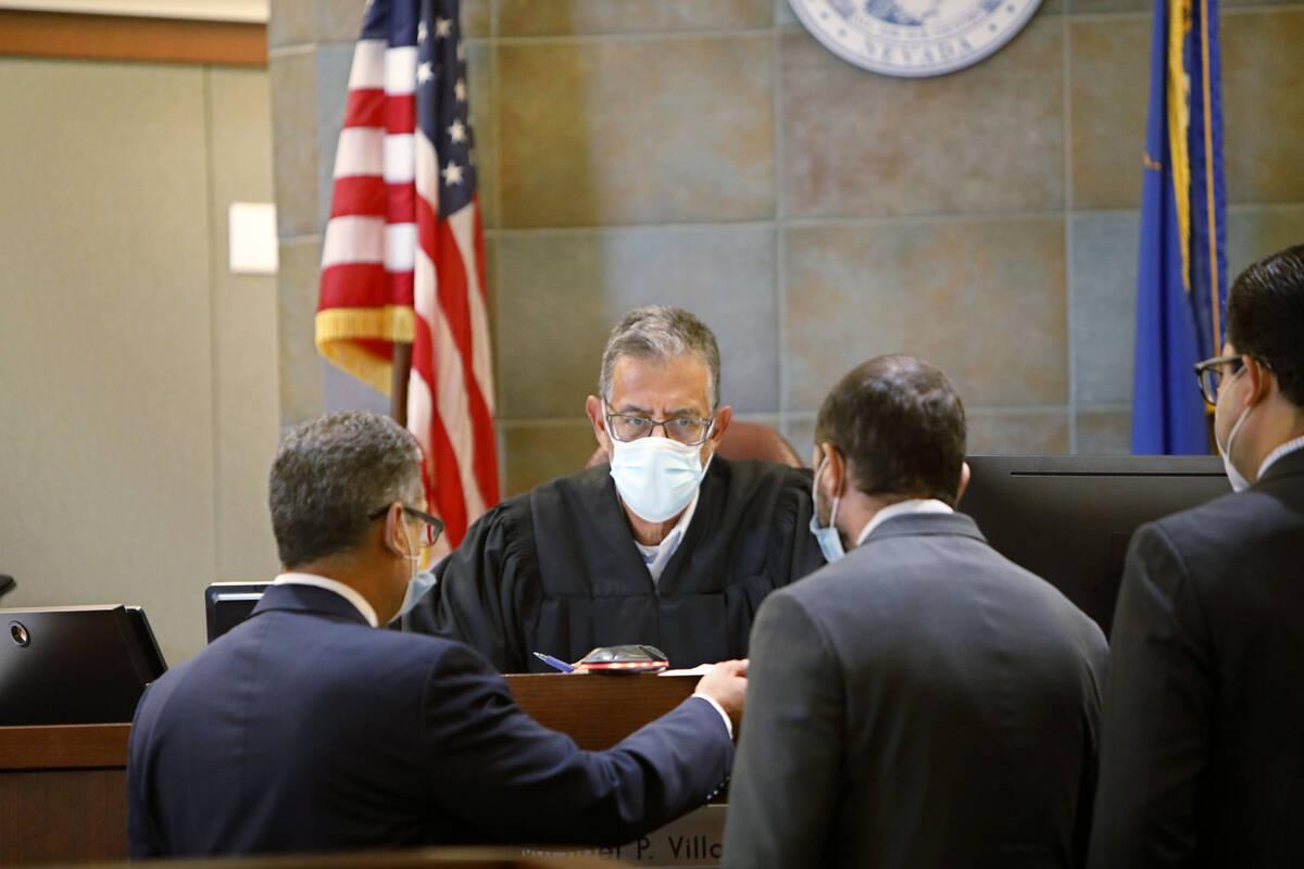 Judge Michael Villani, center, speaks to defense attorney Christopher Oram, from left, prosecut ...