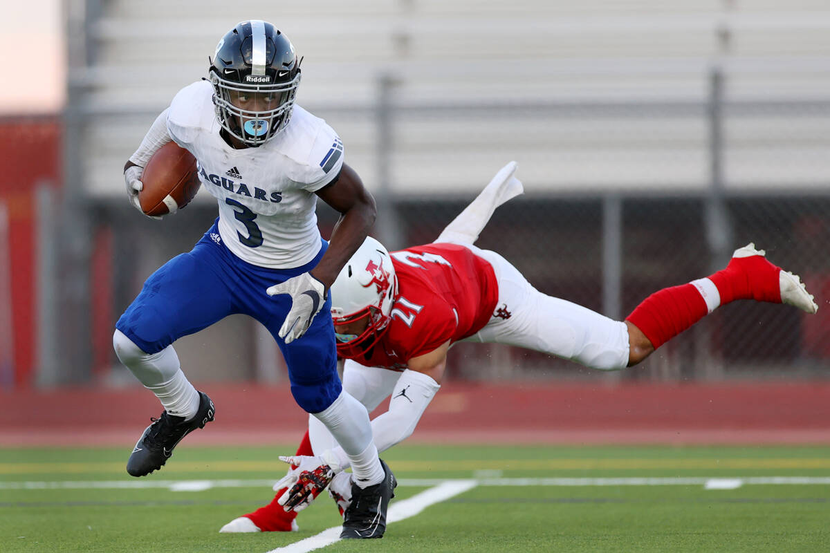 Desert Pines Lavon Brown (3) dodges a tackle from Arbor View's Aiden Powell (21) while returnin ...