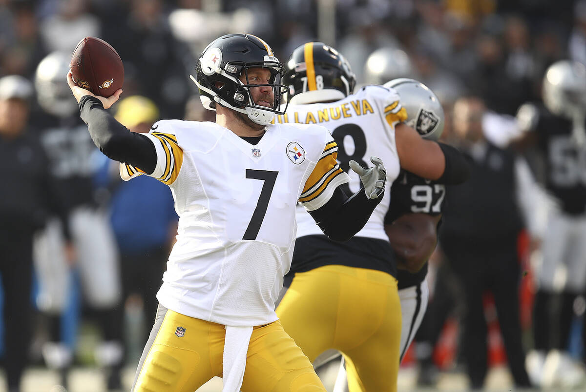 Pittsburgh Steelers quarterback Ben Roethlisberger (7) passes against the Oakland Raiders durin ...