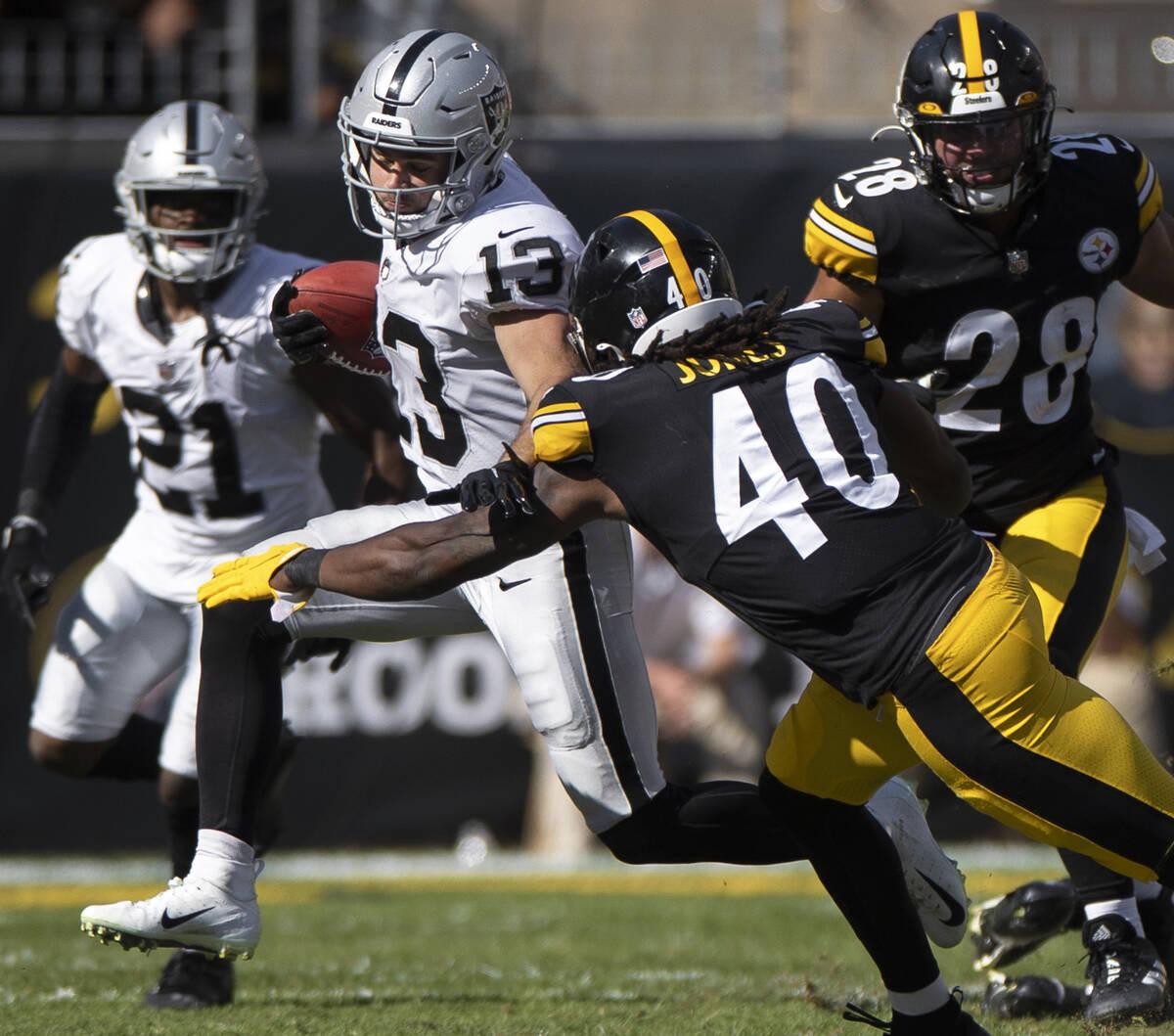 Raiders wide receiver Hunter Renfrow (13) returns a kick past Pittsburgh Steelers linebacker Ja ...