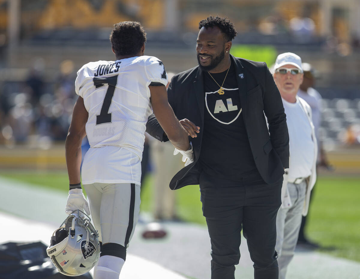 Former Raiders full back Marcel Reece, right, meets with Raiders wide receiver Zay Jones (7) be ...