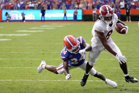 Alabama wide receiver John Metchie III (8) makes a move to get around Florida cornerback Avery ...