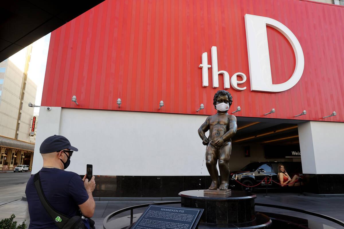 Avante Williams, a native of Detroit who now lives in Las Vegas, takes a photo of Manneken Pis ...