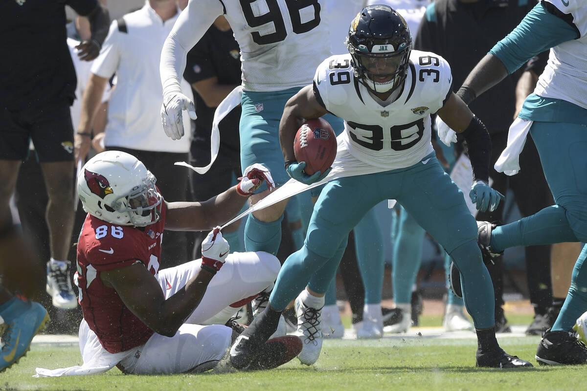 Jacksonville Jaguars wide receiver Jamal Agnew (39) gets away from Arizona Cardinals tight end ...