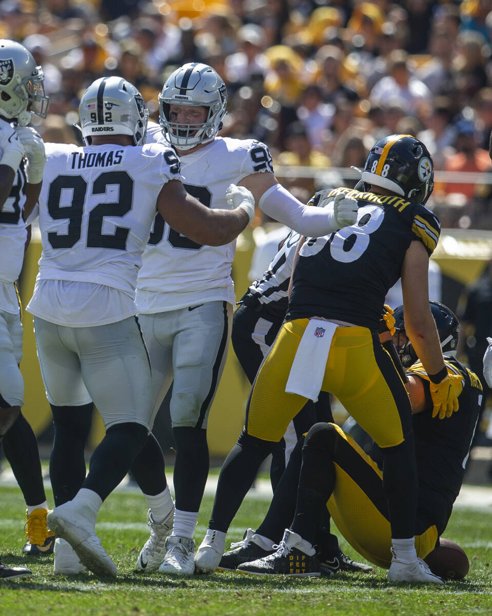 Raiders defensive end Solomon Thomas (92) celebrates his sack of Pittsburgh Steelers quarterbac ...