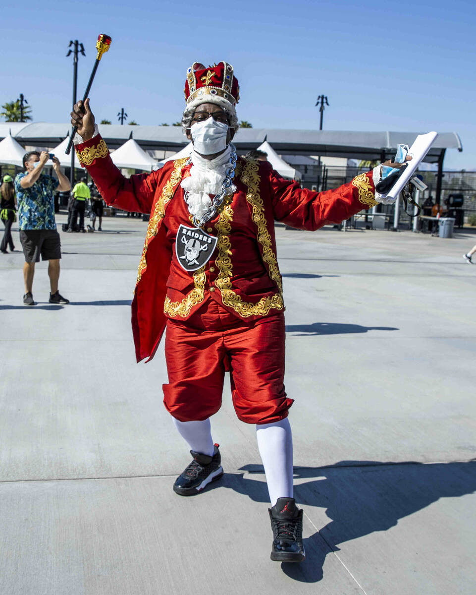 ÒKing GeorgeÓ arrives to see the Raiders versus the Miami Dolphins for their NFL game ...