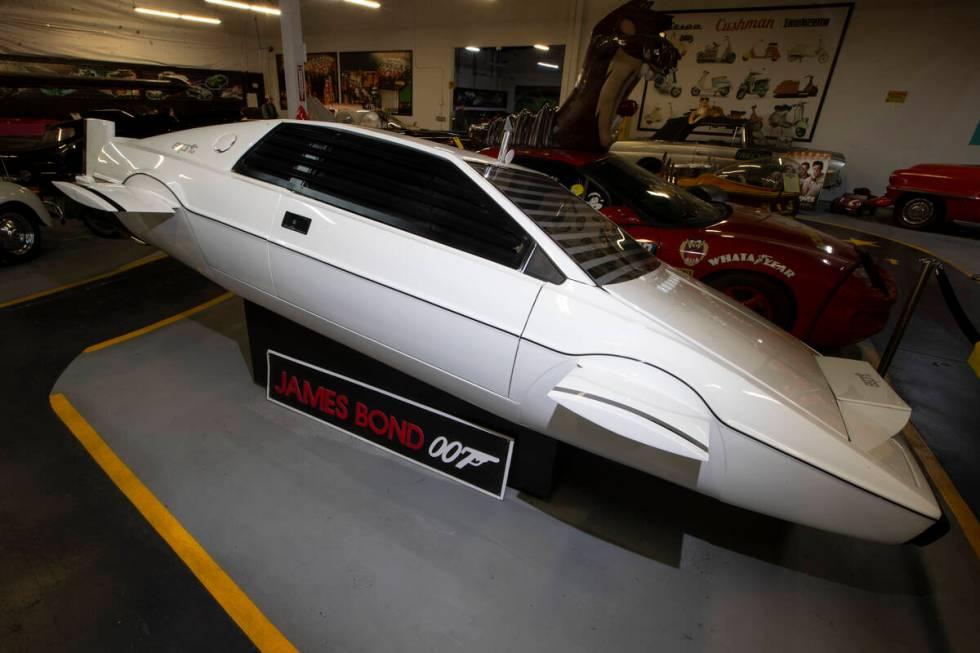 Sebuah film James Bond Lotus Espirit Submarine Car dipamerkan di Hollywood Cars Museum di Las ...