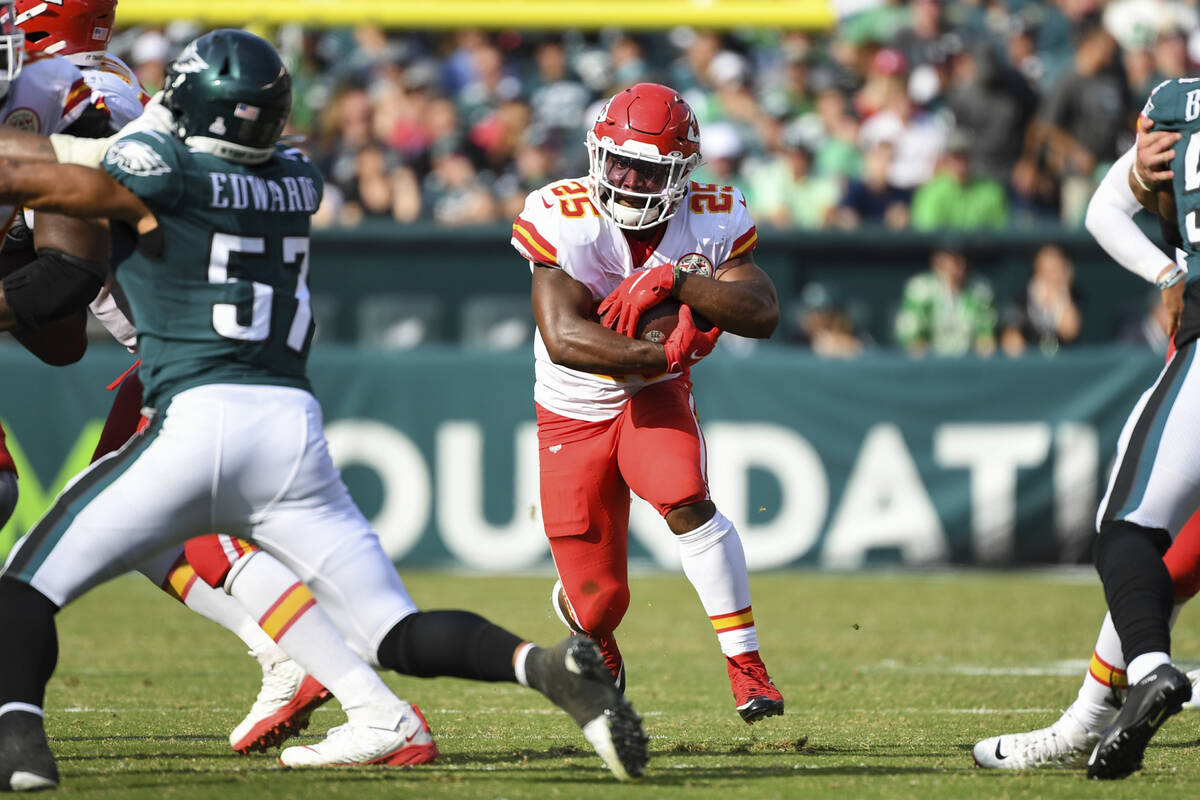 Kansas City Chiefs moving  backmost  Clyde Edwards-Helaire (25) runs the shot  during the 4th  quar ...