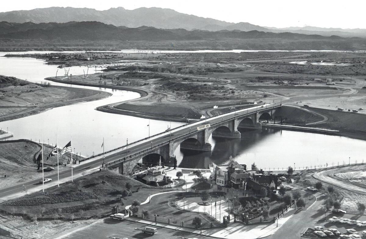 The London Bridge pictured on Monday, Oct. 19, 1981, in Lake Havasu, Ariz. (AP Photo)