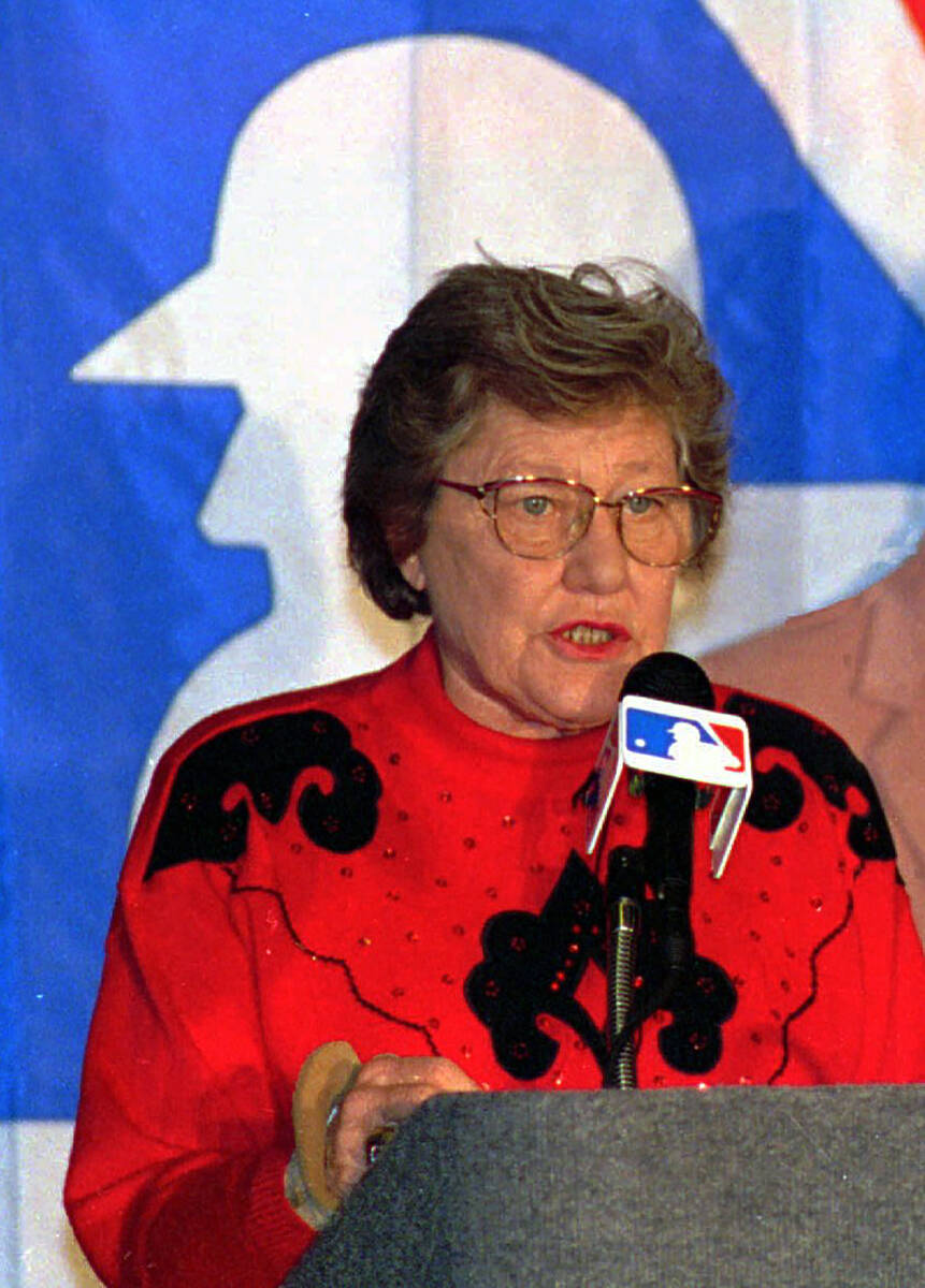 FILE - This Dec. 10, 1992 file photo shows Cincinnati Reds owner Marge Schott apologizing for r ...