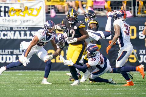 Pittsburgh Steelers running back Najee Harris (22) plays in an NFL football game against the De ...