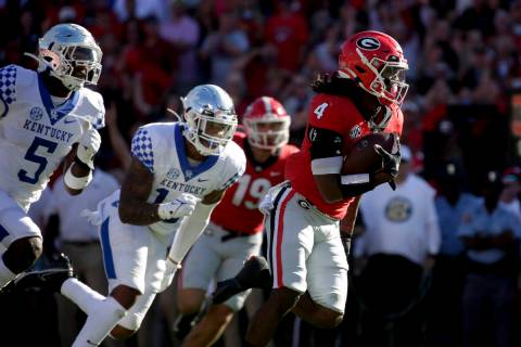 Georgia running back James Cook (4) carries the ball in for a touchdown against Kentucky during ...