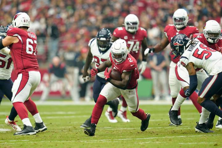 Arizona Cardinals running back Chase Edmonds (2) carries the ball during a NFL football game ag ...